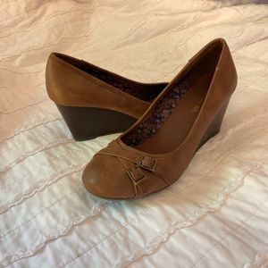 Brown leather kitten wedge heals